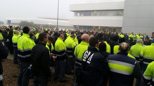 Los trabajadores de Opel se han concentrado esta mañana.