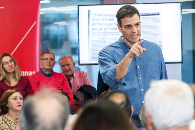 El secretario general del PSOE, Pedro Sánchez, en la asamblea abierta en Sevilla