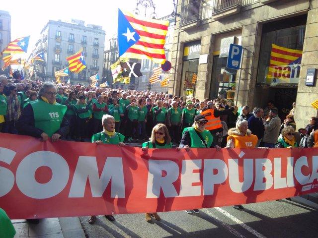 Manifestación para pedir la investidura de Carles Puigdemont