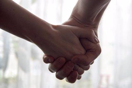 """Experta aconseja no dar consejos ni decir """"ánimo"""" a pacientes con cáncer, sino decirles que se está para lo que necesite"""