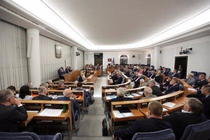 El Senado de Polonia  aprueba el proyecto de ley que criminaliza la vinculación del país con el Holocausto