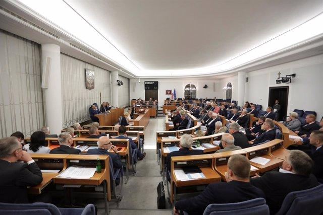 Senadores polacos en una sesión del Senado