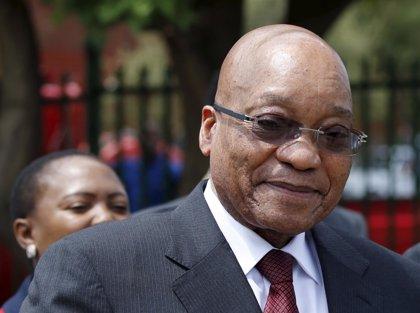 Zuma pide a la Fiscalía que retire los 783 cargos por corrupción presentados en su contra