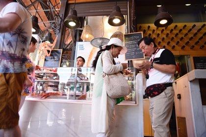 Los turistas extranjeros gastaron 86.823 millones en España en 2017, un 12,2% más