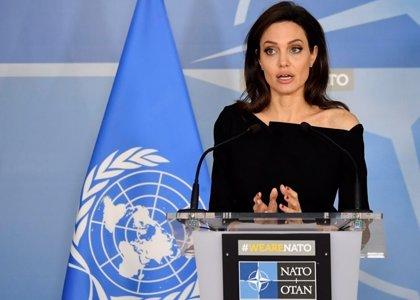 El bolso de Angelina Jolie, protagonista durante su reunión en la OTAN