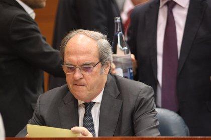 """Gabilondo cree que lo sucedido con las actas responde a """"decisión estratégica"""" y Cifuentes le acusa de entrar """"en bucle"""""""