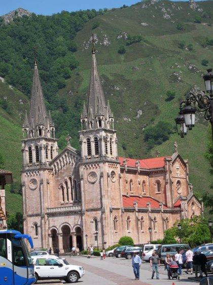 Las obras de pavimentación de la explanada de la Basílica de Covadonga se harán pasado el 8 de septiembre