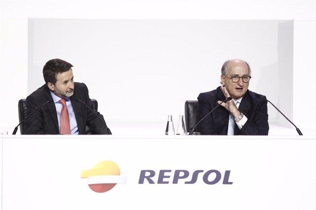 Antonio Brufau y Josu Jon Imaz en la Junta de Accionistas de Repsol