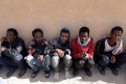 """Oxfam denuncia que """"numerosas personas"""" siguen """"cautivas"""" en Libia un año después del acuerdo con Italia"""