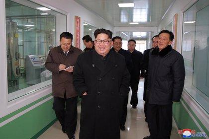 """EEUU dice que la opción militar para resolver la crisis con Corea del Norte se mantiene aunque no está """"cerca"""""""