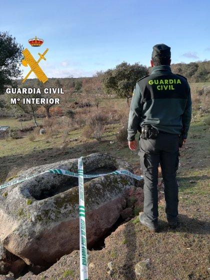 Dos detenidos por tratar de robar un sepulcro medieval