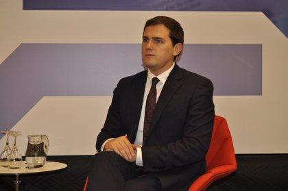 """Rivera (Cs) dice que """"se acabó el tiempo de Puigdemont y toca el tiempo de la Constitución"""""""