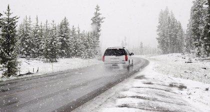 La DGT avisa de una docena de carreteras afectadas por la nieve, entre ellas la A-2 de Guadalajara a Soria