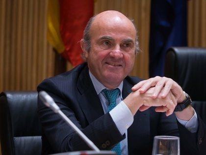 """Guindos ve """"renovada"""" la confianza de los inversores en la economía tras la última subasta del Tesoro"""