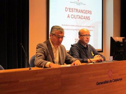 Las peticiones de arraigo bajan un 7% en Catalunya pero suben las de Honduras