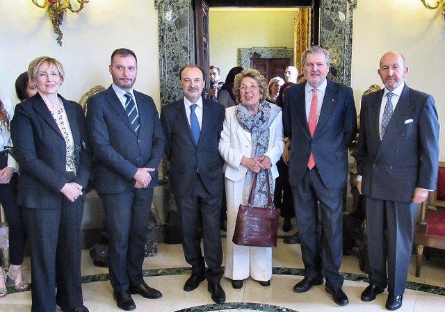Méndez de Vigo entrega en Roma la Gran Cruz a 'Mamma Erasmus'