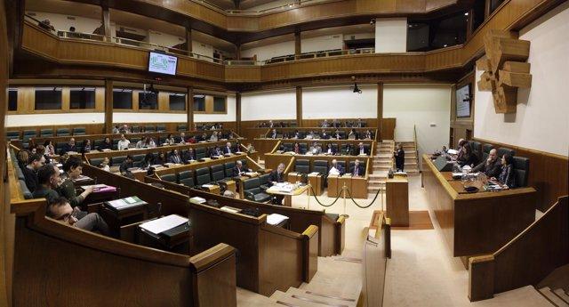 Pleno ordinario en el Parlamento de Vitoria