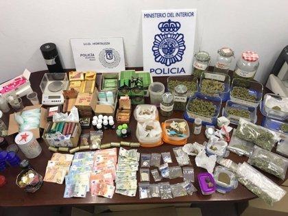 Dos detenidos por vender marihuana y hachís en un club de fumadores de Hortaleza