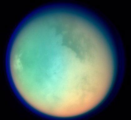Titán contiene cianuro de vinilo, candidato a producir vida como el H2O
