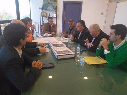 La Junta presenta al Ayuntamiento de La Línea (Cádiz) el proyecto de mejora de la carretera A-383