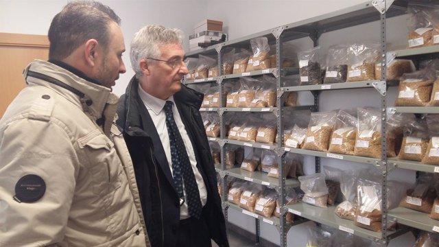 Olona ha visitado hoy la empresa Cereales Arasanz en Barbastro (Huesca)