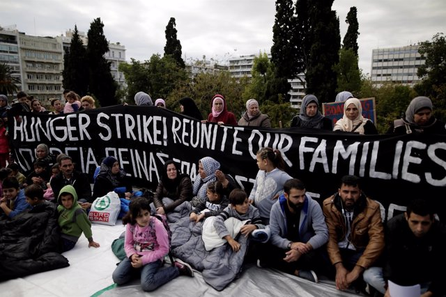 Protestas de refugiados por la reunificación familiar en Atenas