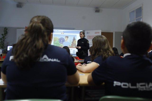 Presentación de materiales didácticos para el uso seguro de Internet en alumnos