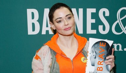 Rose McGowan replica tras la defensa de Harvey Weinstein: No hubo consentimiento