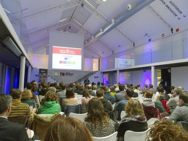 Público asistente a la jornada organizada por el Gobierno de Navarra.