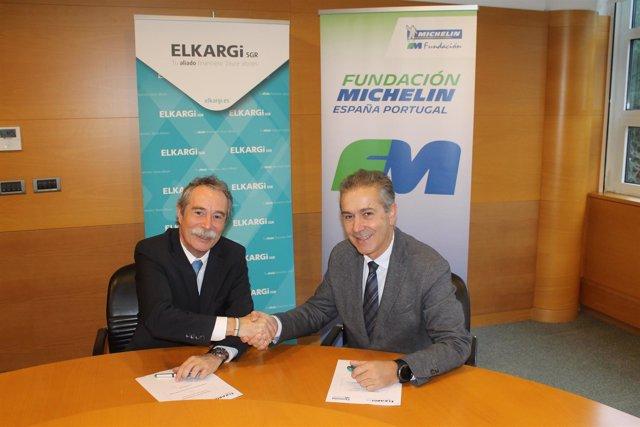 Firma del convenio entre Elkargi y Michelin.
