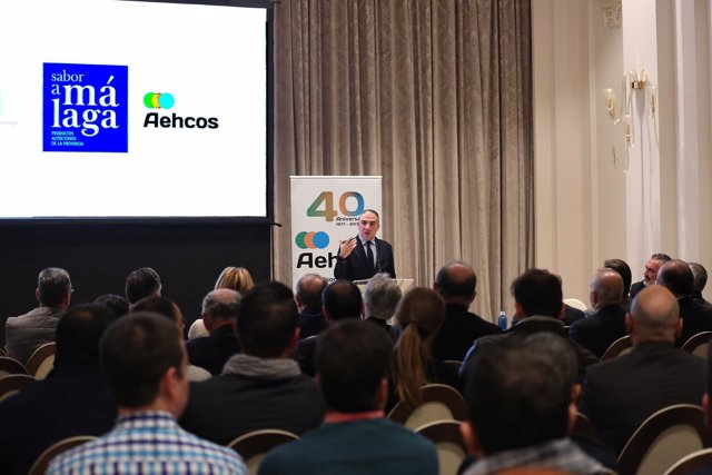 Elías Bendodo presidente Diputación Málaga con Callejón pte Aehcos hoteles sabor