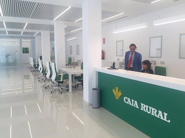 El modelo de nuevas oficinas sostenibles de caja rural del for Caja rural de granada oficinas
