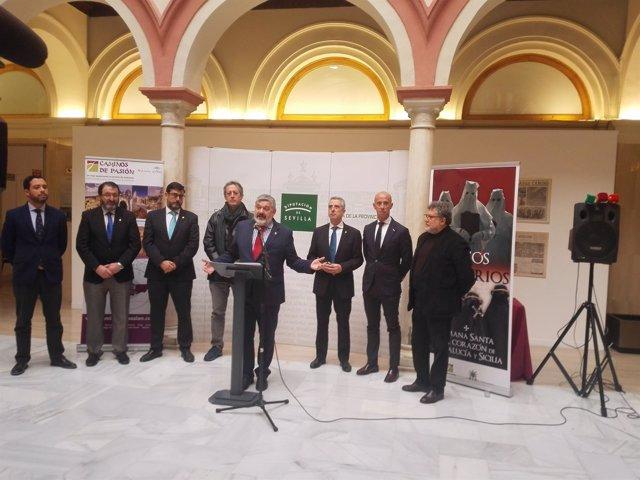 Inauguración de la exposición 'Pasos y Misterior', en Sevilla.