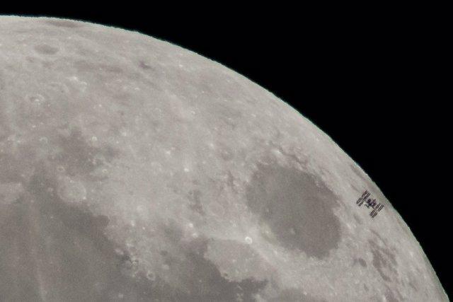 Transito lunar de la Estación Espacial