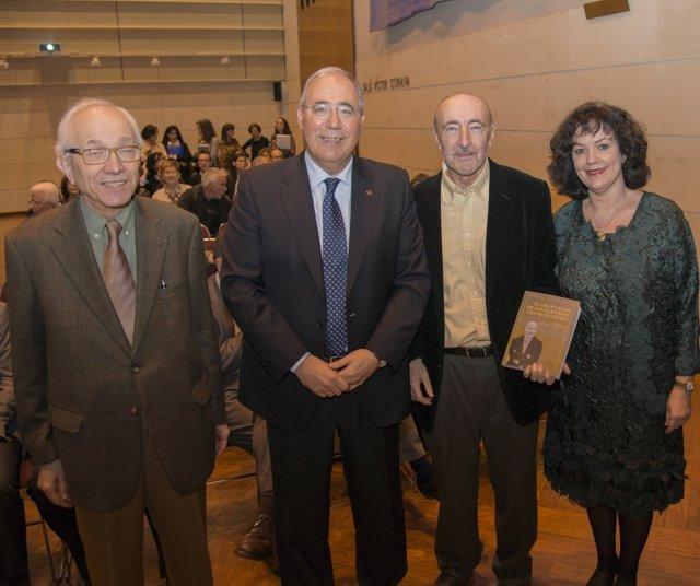 El historiador Manuel Lladonosa con el rector de la UdL Roberto Fernandez