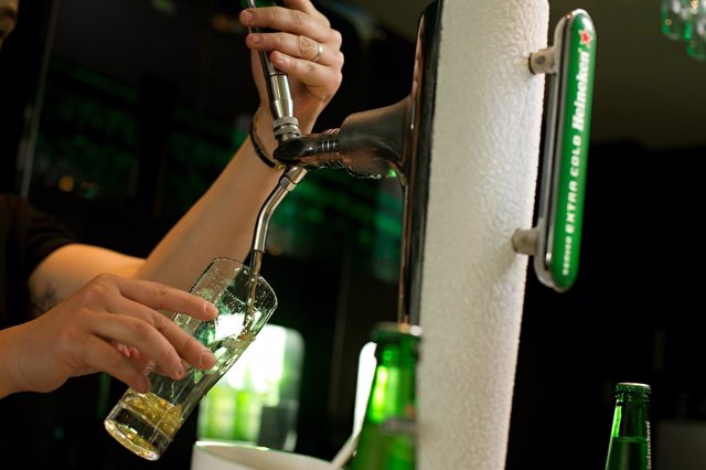 Tiraje de caña de cerveza de Heineken