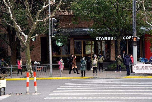Imagen del Starbucks de Shangái tras atropellar una furgoneta a viandantes