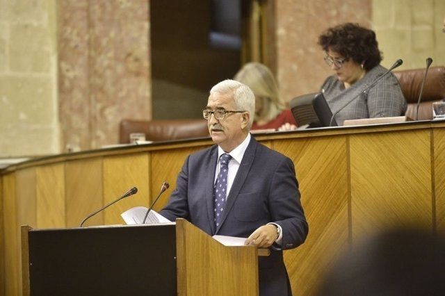 Manuel Jiménez Barrios, en el Pleno del Parlamento
