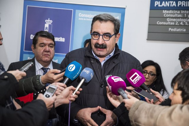 Fernández atiende a los medios