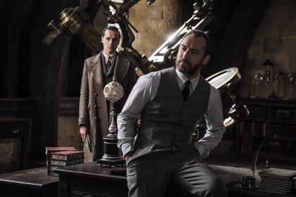 """J.K. Rowling responde a la indignación sobre la sexualidad de Dumbledore: """"Nadie ha leído el guión"""""""