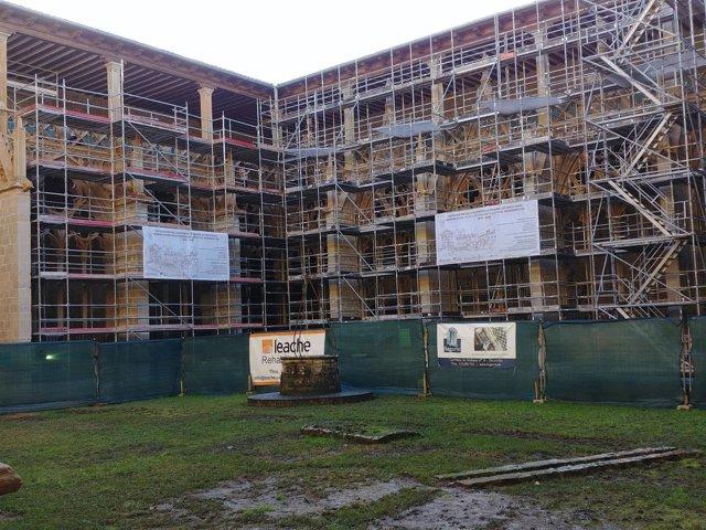 Obras de restuaración del claustro de la Catedral de Pamplona