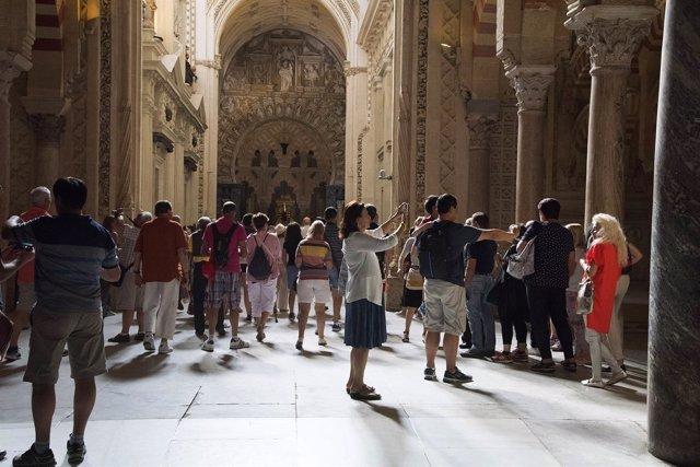 Visitantes en la Mezquita-Catedral