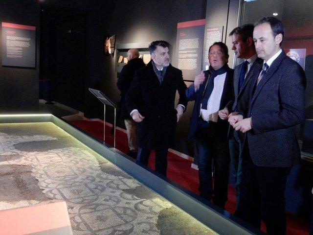 Imagen de la visita del consejero de Turismo