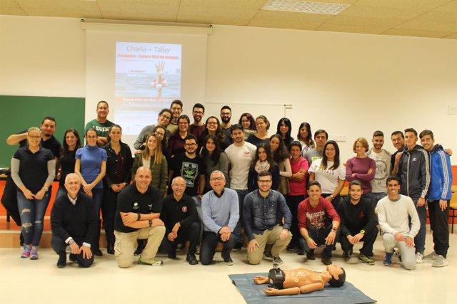 Alumnos y ponentes de la jornada 'Prevención + Soporte Vital del Ahogado'
