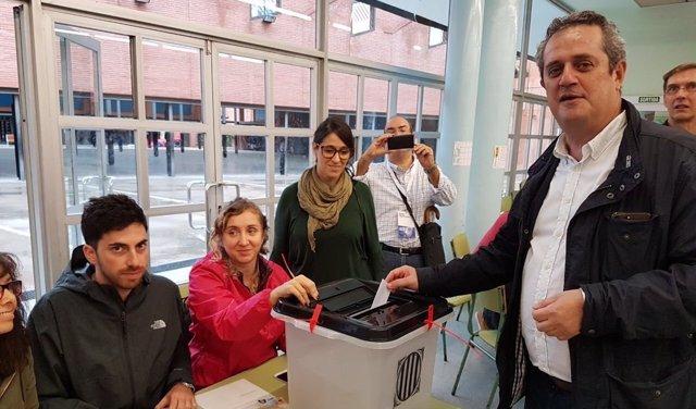 El conseller de Interior Joaquim Forn vota