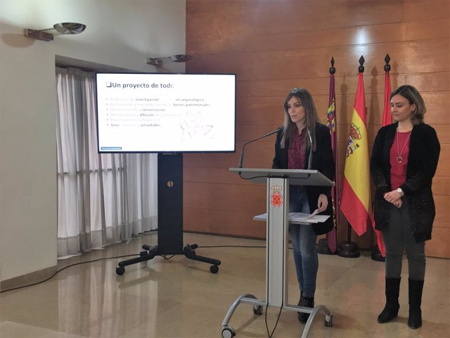La portavoz municipal Rebeca Pérez y la edil Conchita Ruiz