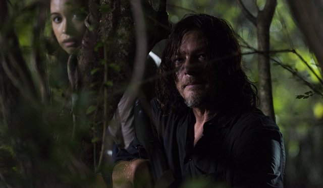 Norman Reedus y Christian Serratos en The Walking Dead