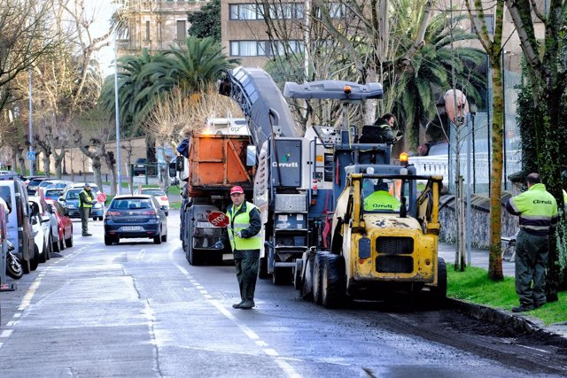 Inicio del asfaltado en Joaquín Costa