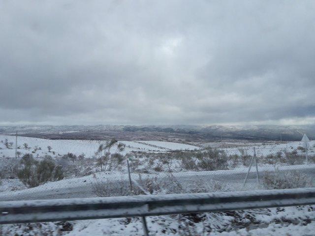 El temporal mantiene cortadas cuatro carreteras provinciales en Almería.