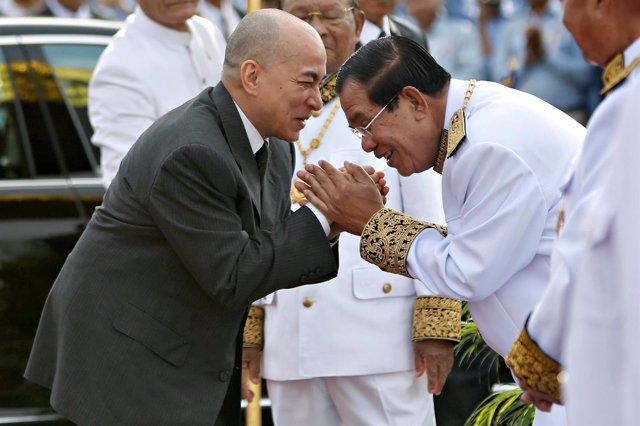 El rey Norodom Sihamoni y el primer ministro, Hun Sen